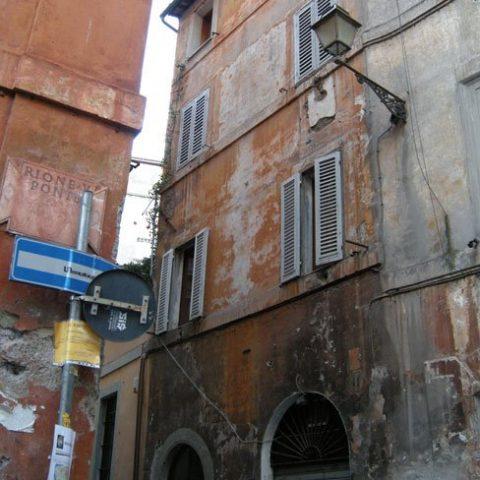 Roma – Vicolo delle Vacche – consolidamento murature e restauro prospetti coloritura a calce